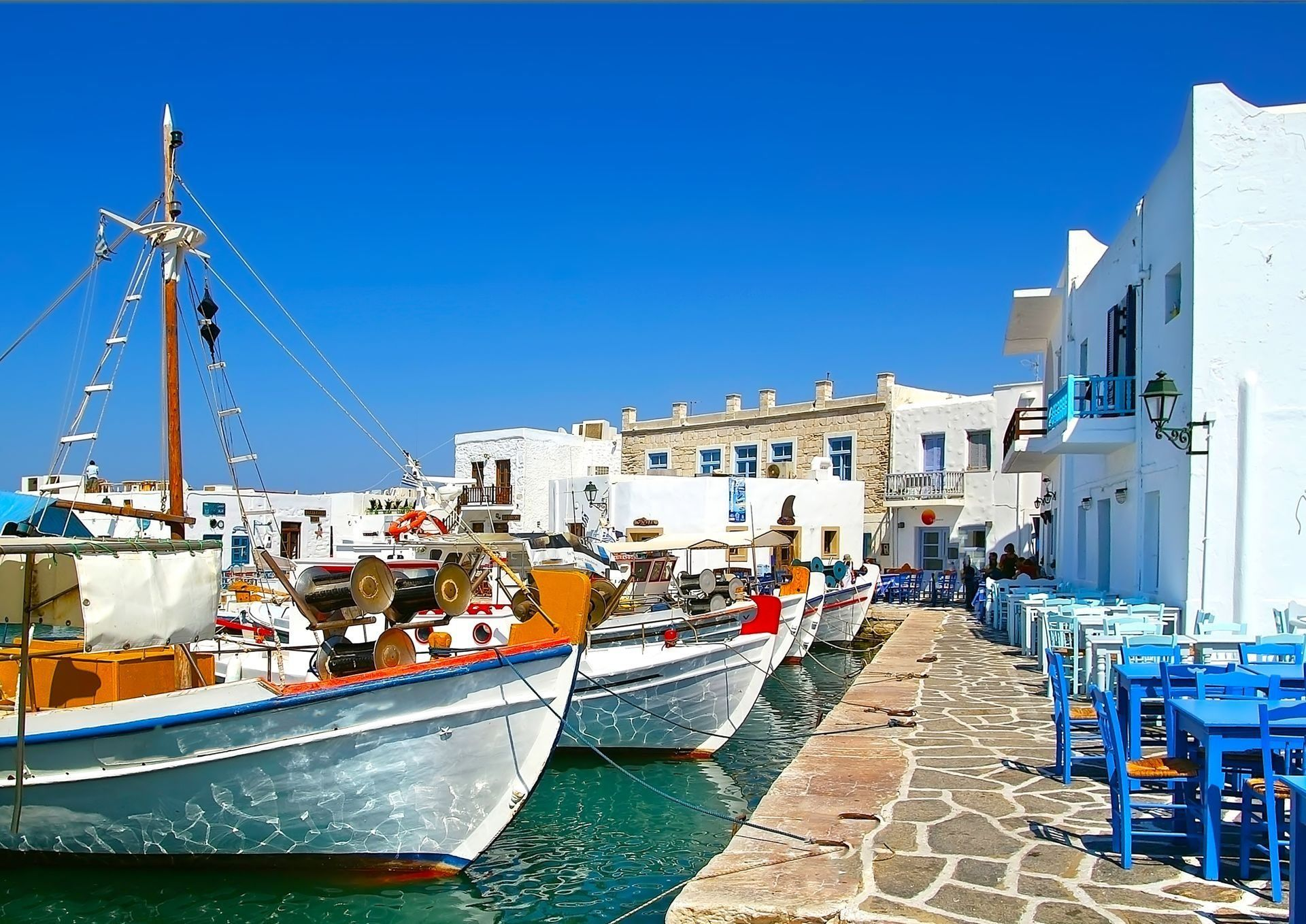 greek-fishing-village-in-paros-n