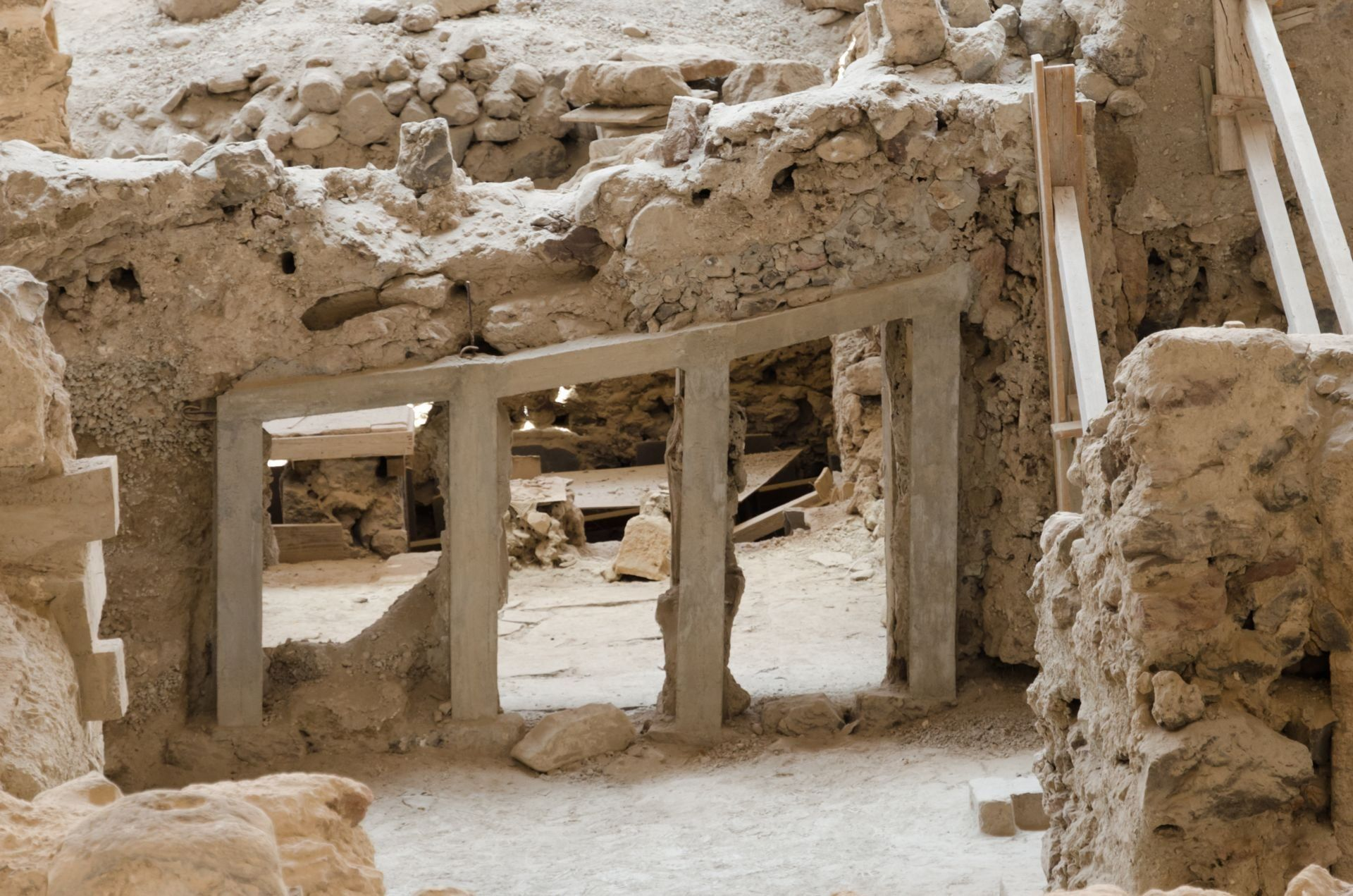 archaeological_site_of_akrotiri_