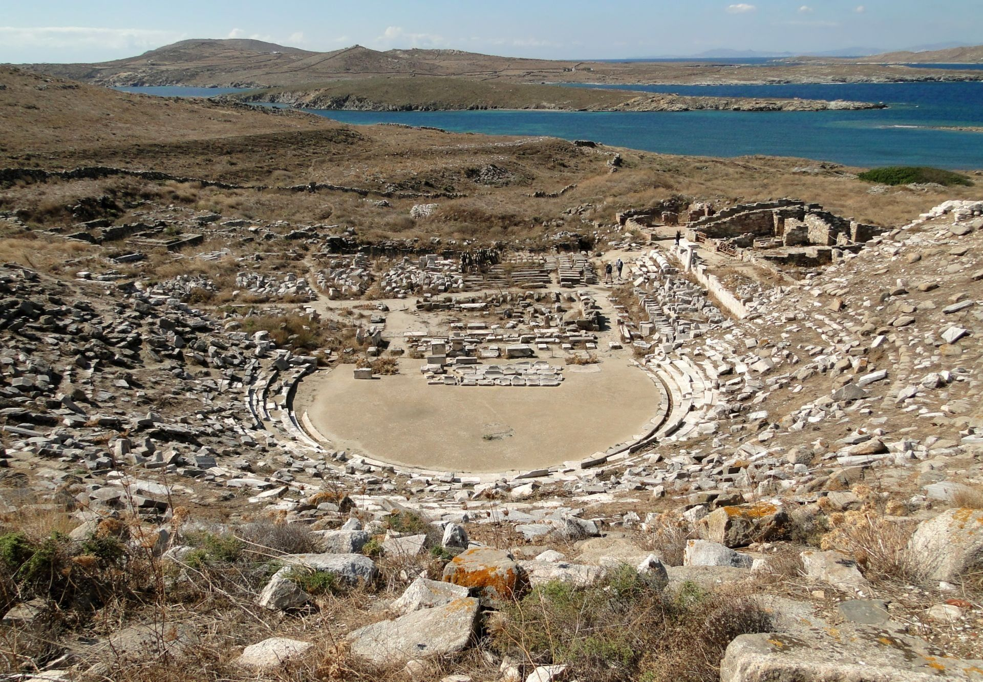 ancient_greek_theatre_in_delos_0